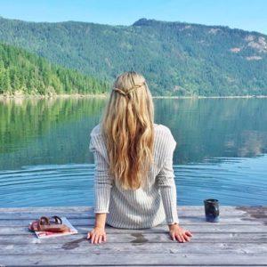 alone girl sitting on water beach dp for whatsapp